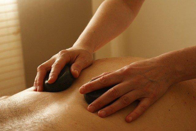 עיסוי באבנים חמות -חשוב לטיפול הגוף ולנפש